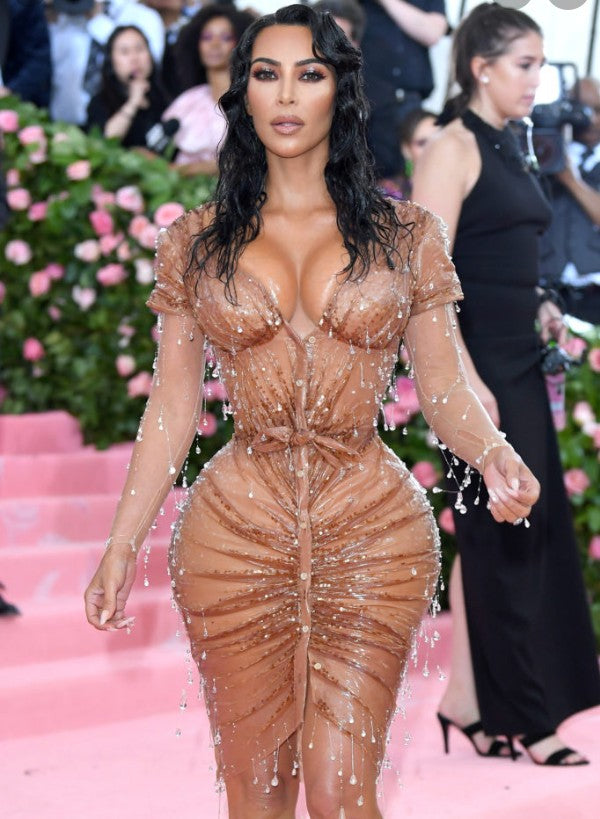 "UN EFFET ""WET HAIR LOOK"" À LA KIM KARDASHIAN WEST"