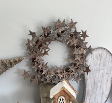 Round Wooden Glitter Star Wreath