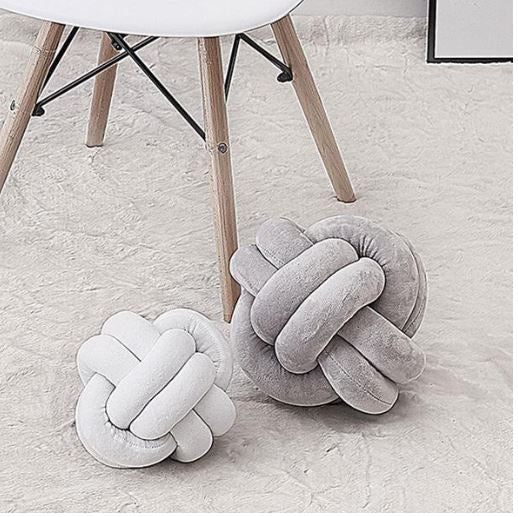 "Alt=""Nordic knot cushion"""