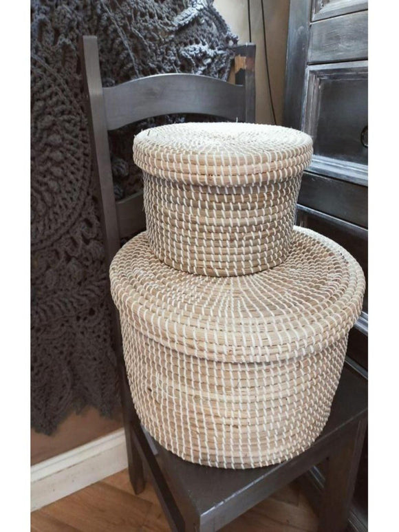 2 seagrass baskets with lid