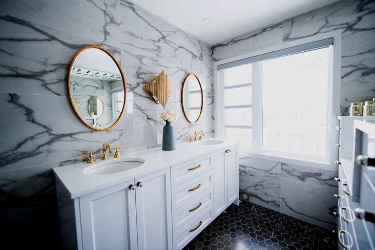 From Blah to Beautiful! 12 Bathroom Decor Ideas to Try Today