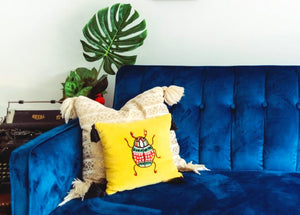 10 AMAZING Tips for Styling Your Pillows As Decor