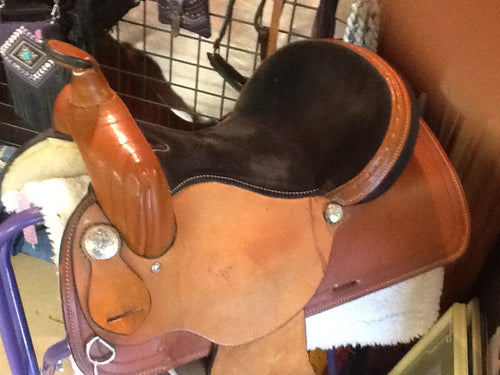 Tan Western Saddle