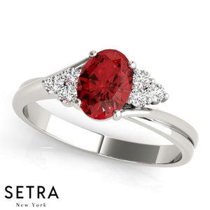 CLASSIC RIGHT HAND 14kt OVAL RUBY & DIAMONDS RING