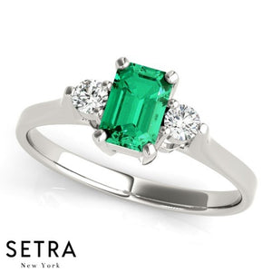 14kt EMERALD & SIDE DIAMONDS 14kt FINE ROSE GOLD RING