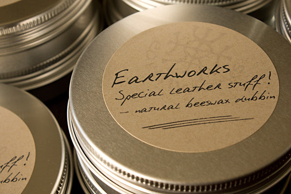 Earthworks special leather stuff 2 - natural beeswax dubbin - earthworks journals