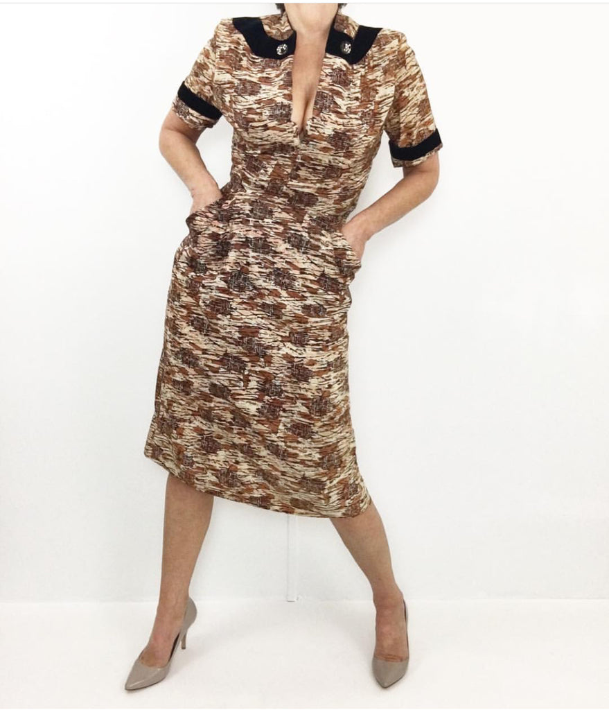 Vintage 1940's Asian Inspired Print Wiggle Dress W/Velvet Cuffs & Collar