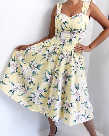 Vintage 70s Hawaiian Hibiscus Print Dress