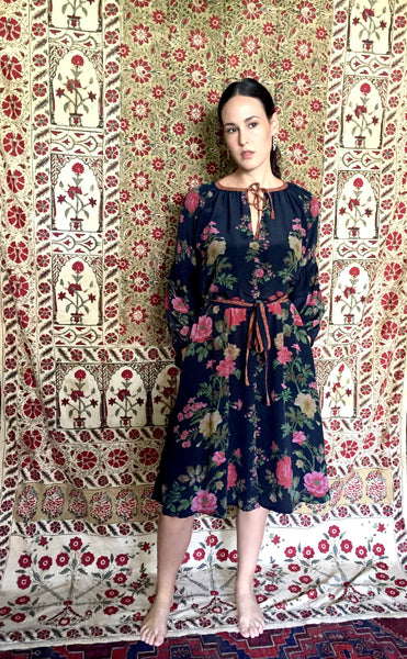 RUSSIA FLORAL PRINT SILK DRESS IN BLACK