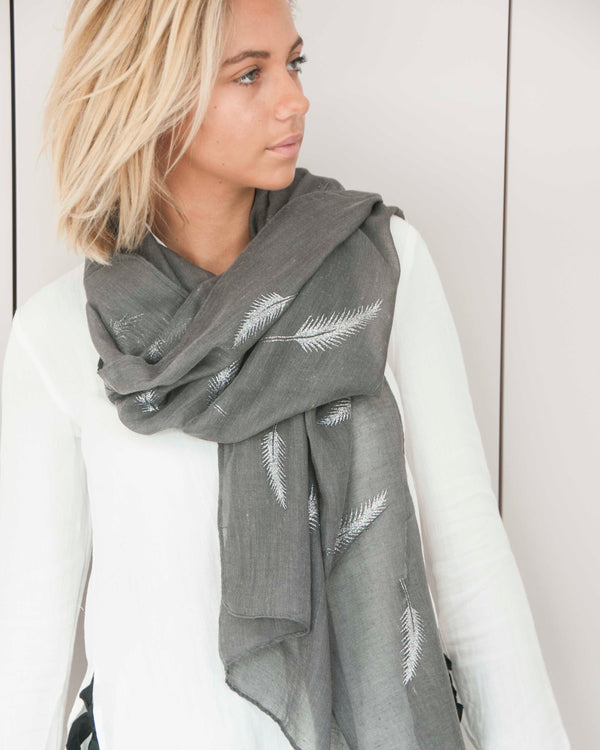 JADE SCARF IN GREY