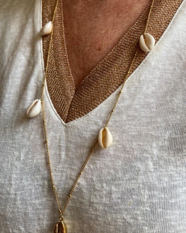 SHELL NECKLACE IN YELLOW GOLD