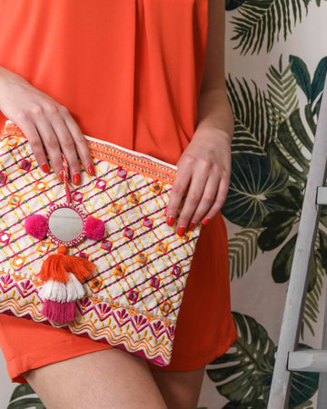 BAHIA CLUTCH IN ORANGE AND FUSCHIA