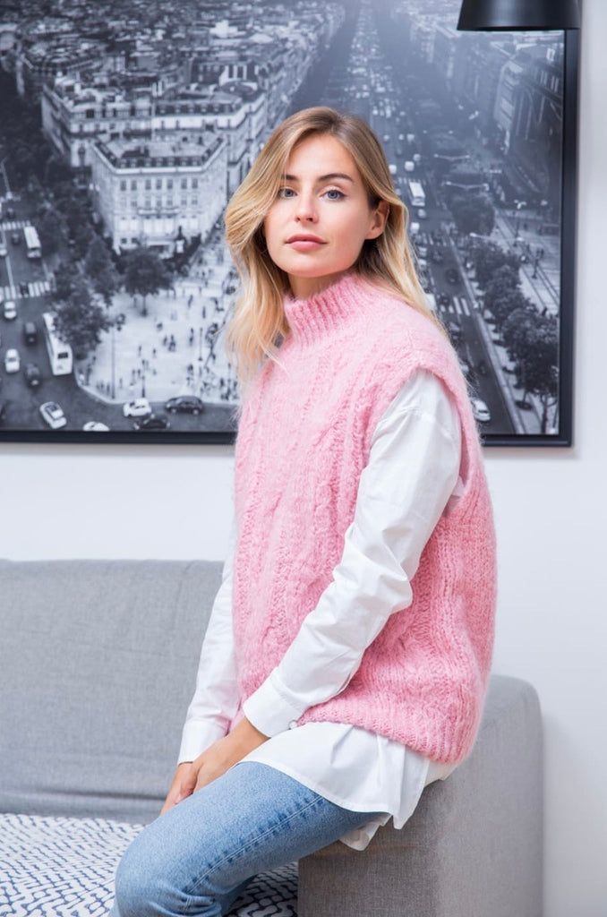 PERRINE CABLE KNIT VEST IN PEONY