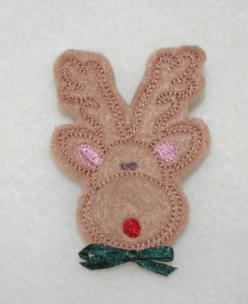 P013-IN THE HOOP Felt Christmas Reindeer Pin