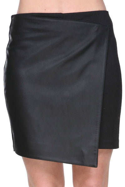 Detailed leather skirt asymmetrical short