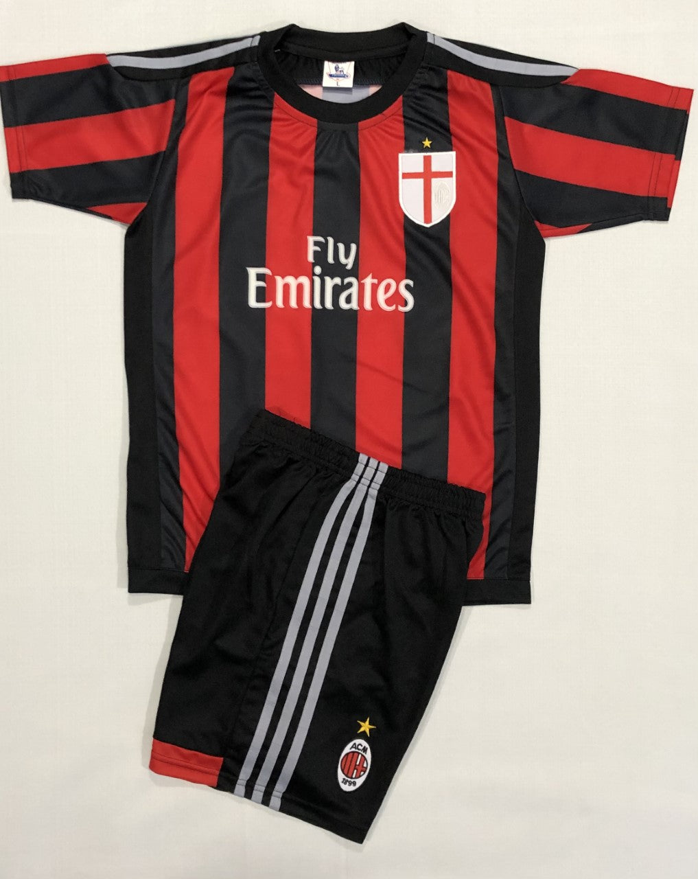 AC MILAN HOME 2015/16 KIDS 2-PIECE SOCCER SET (Version EP)