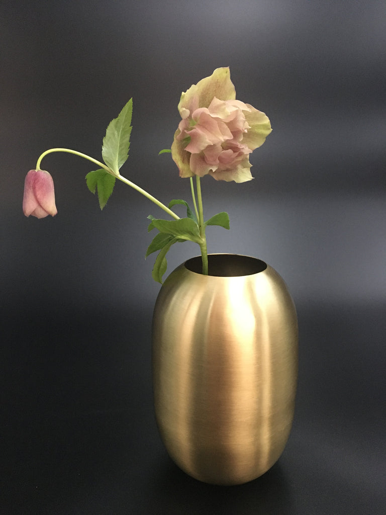 Mat messing vase