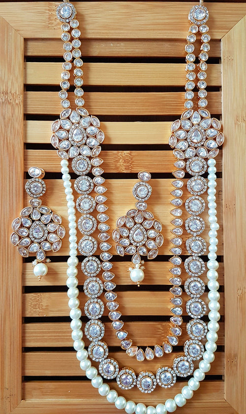 Gorgeous Indian white crystal polki bridal party wear necklace with mangtikka and earrings set - Pink Chunari