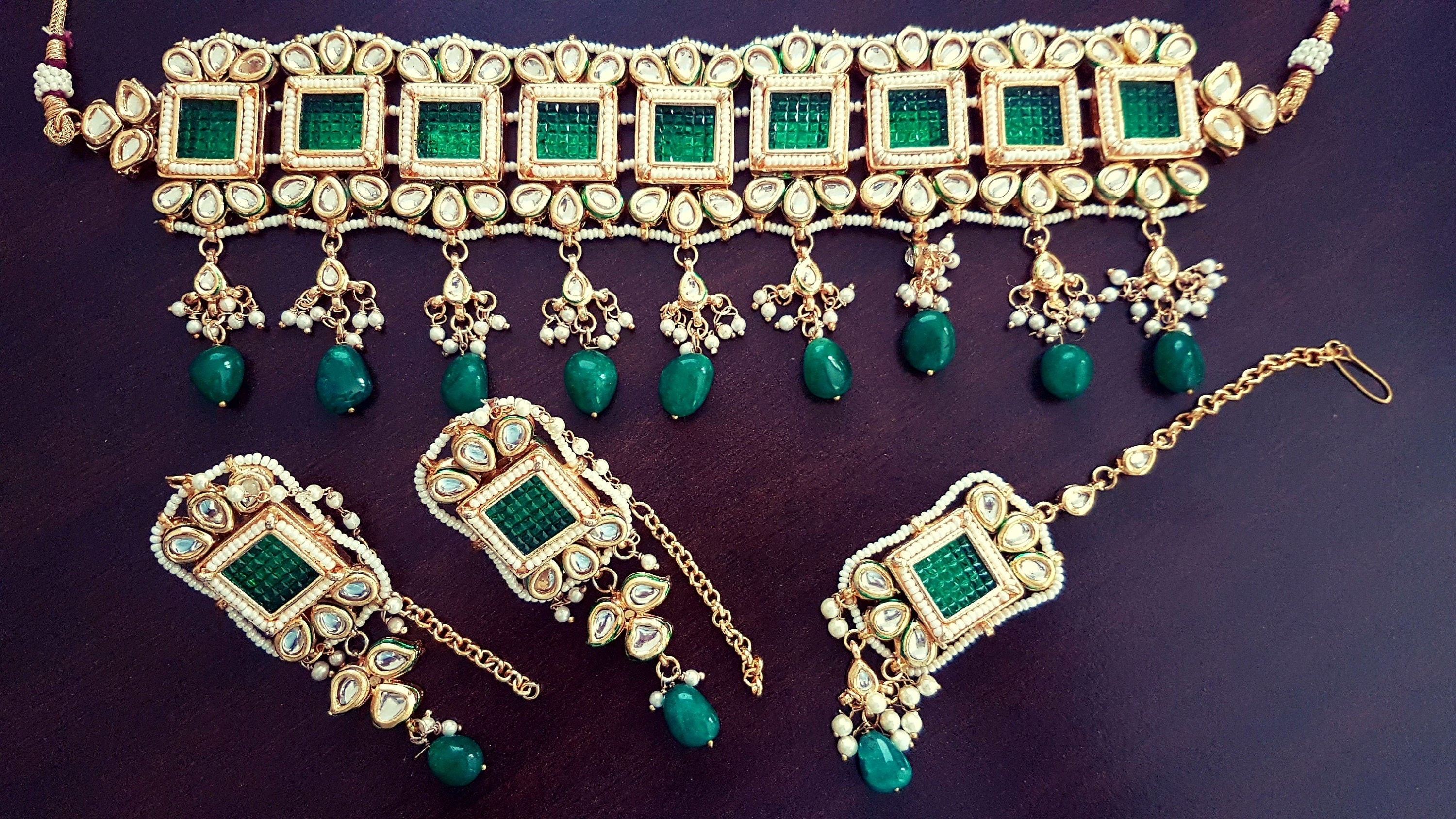 Gorgeous Indian green kundan bridal / non-bridal choker with mangtikka and earrings set with semi-precious stone beads - Pink Chunari
