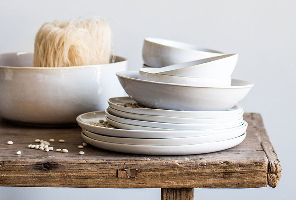 stoneware set in off white