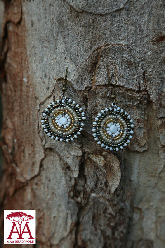 Disc earrings in bronze gold and white