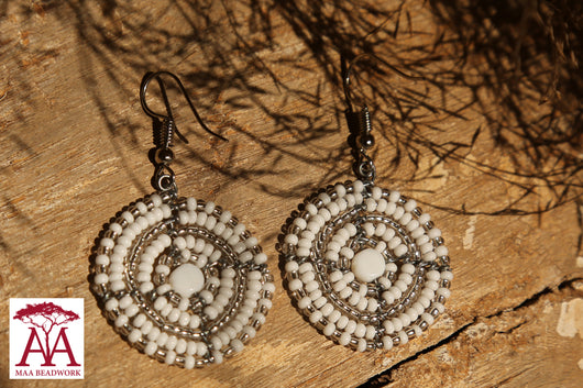 Disc earrings in white-silver fading