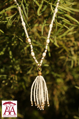 Tassel necklace in white