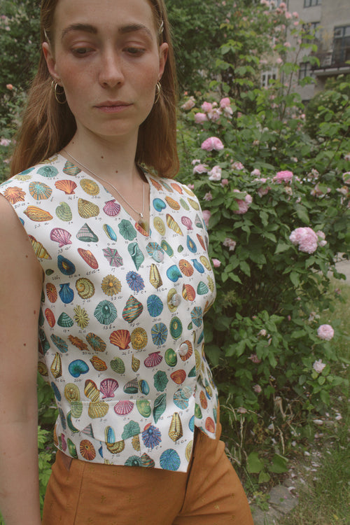 Shell Pattern Silk Vest