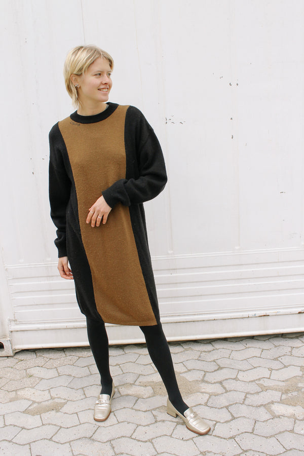 Laura Biagiotti knitted dress in black and beige