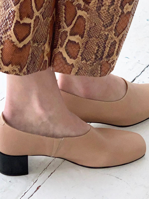 About Arianne Gia Nude Pumps