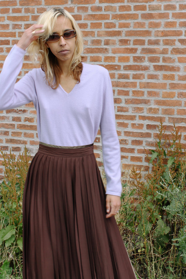Lilac cashmere v-neck sweater