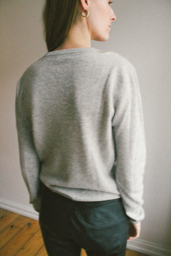 V-neck grey check patterned cashmere knit