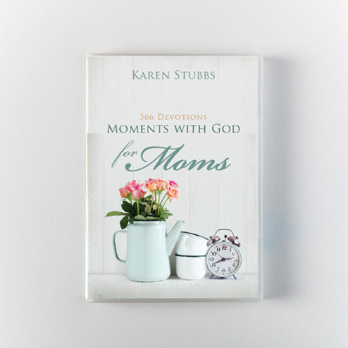 Moments with God for Moms | 365 Devotions (Paperback)