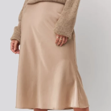 Satin skirt in beige