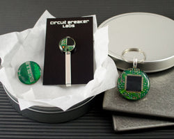 green circuit board gift set