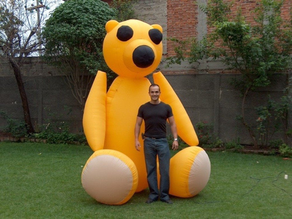 Oso amarillo inflable