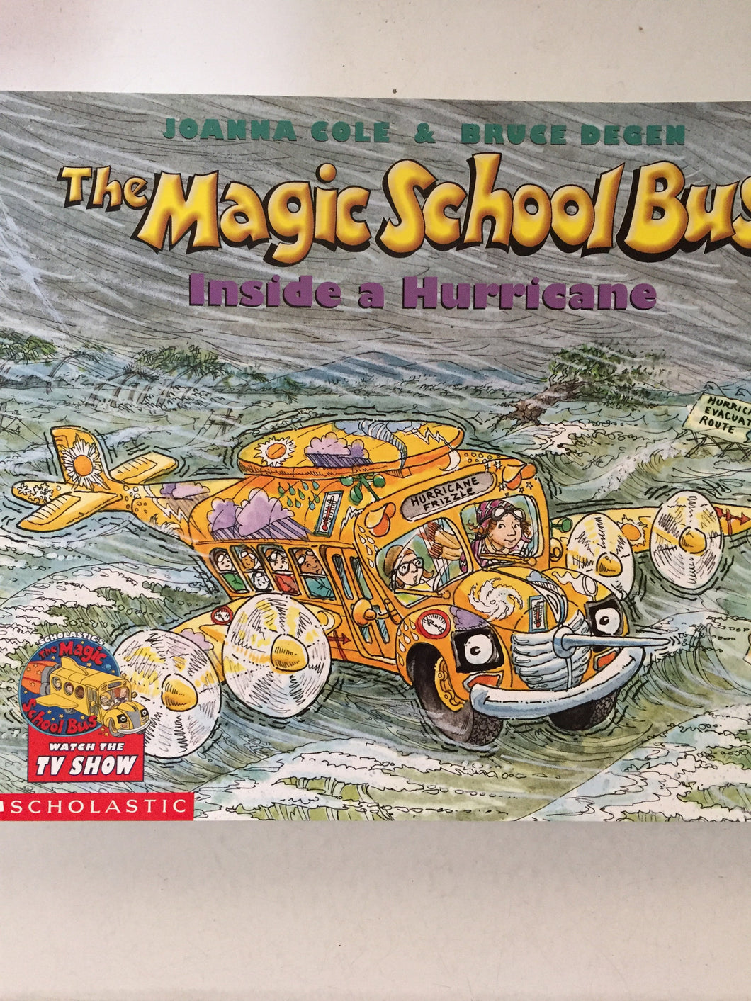 The Magic School Bus Inside a Hurricane - Slickcatbooks