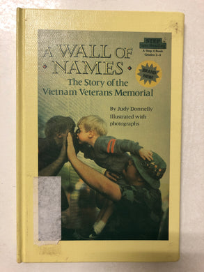 A Wall of Names The Story of the Vietnam Veterans Memorial - Slick Cat Books