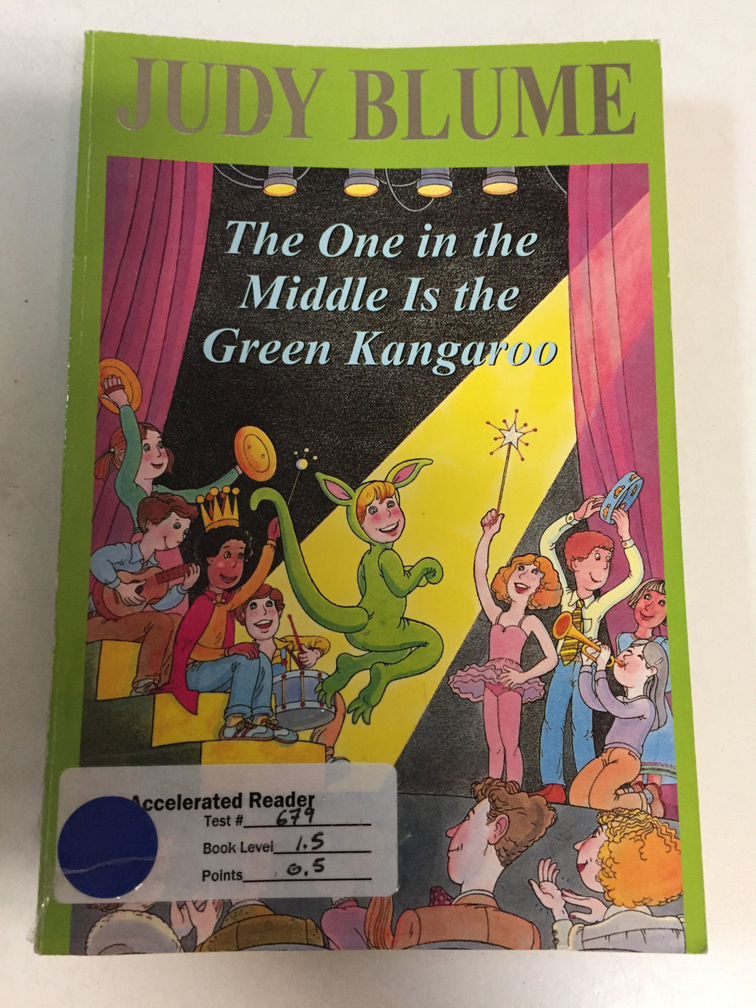 The One in the Middle Is the Green Kangaroo - Slickcatbooks