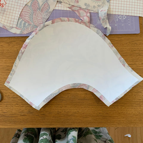 trim your curved edges to 1.5cm fabric overhang