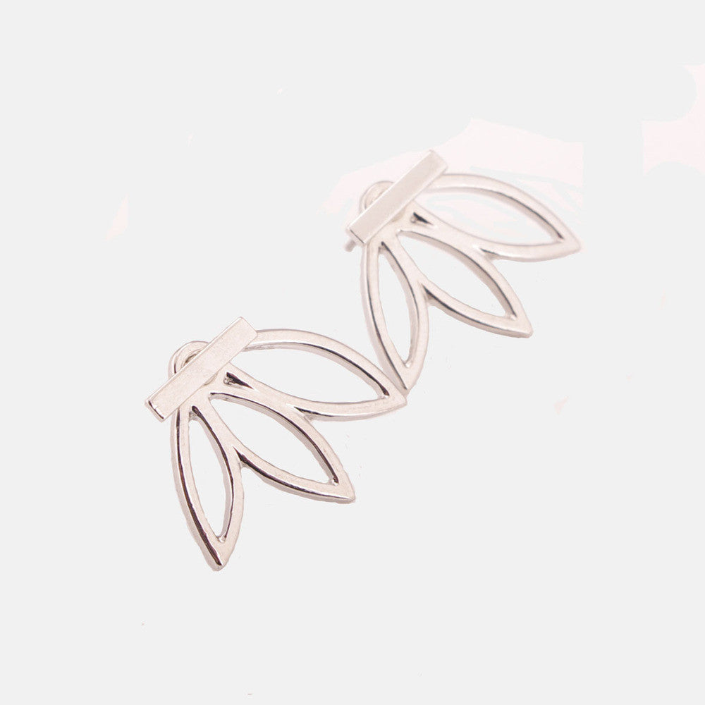 2017 Fashion Design Earrings for Women (Hollow Out Leaf Flower Stud Earrings)