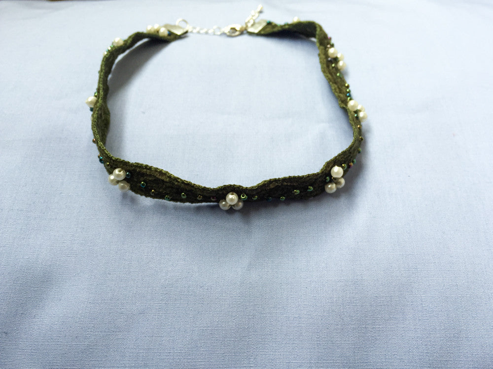 Green pearls chocker