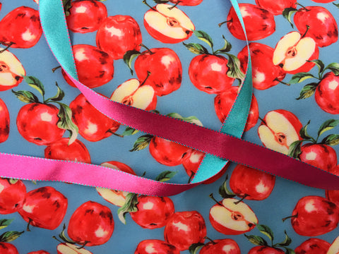 Apples with pink turquoise ribbon