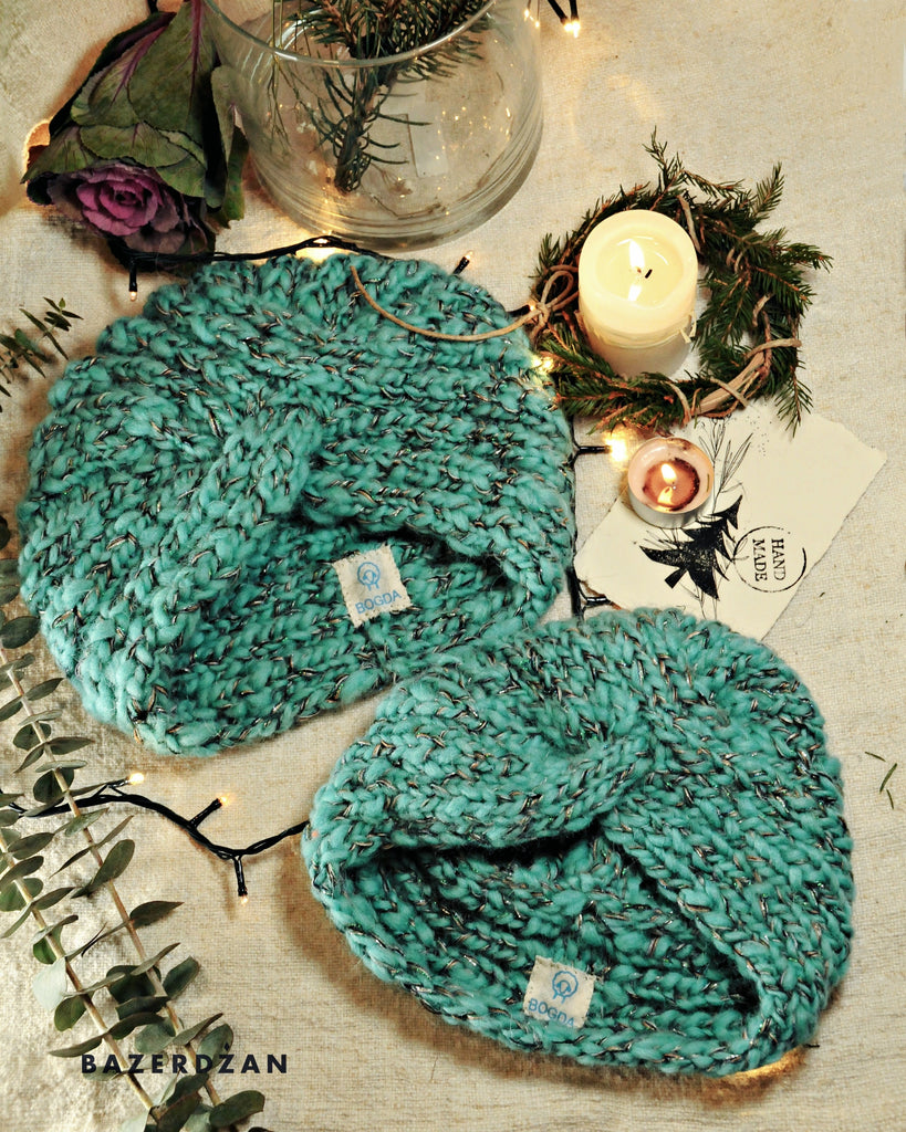 "<img src=""2020-11-16-105603077.jpg"" alt=""two woolen blue green hats with a label"">"