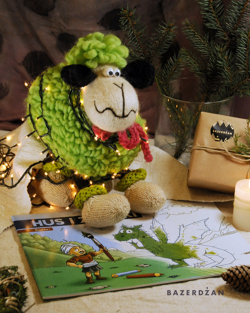 "<img src=""2020-11-17-100423640.jpg"" alt=""green woolen smiling sheep toy with christmas decoration"">"