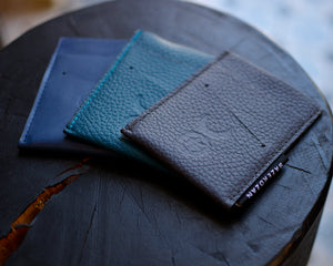 Minimalist Card Holder/Wallet (Material: Leather)