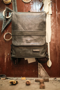 Leather backpack (Dark grey; Large)