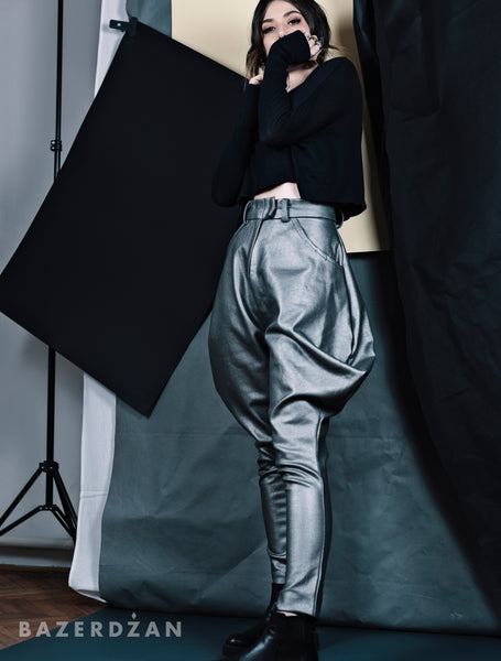 Pegged Metallic Pants (Material: combination of natural and synthetic fibers)