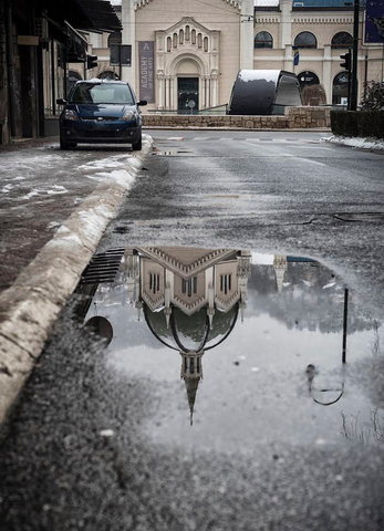 Photo print on aluminum Dibond: Academy of Fine Arts Reflection