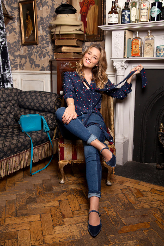 Kelly London Chatter wears IDA Rizzo Jeans in Faster Blue and DONNA IDA Miss Maggie Blouse